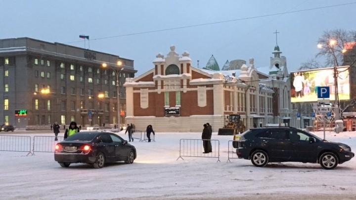 Фото: на площади Ленина закрыли парковку