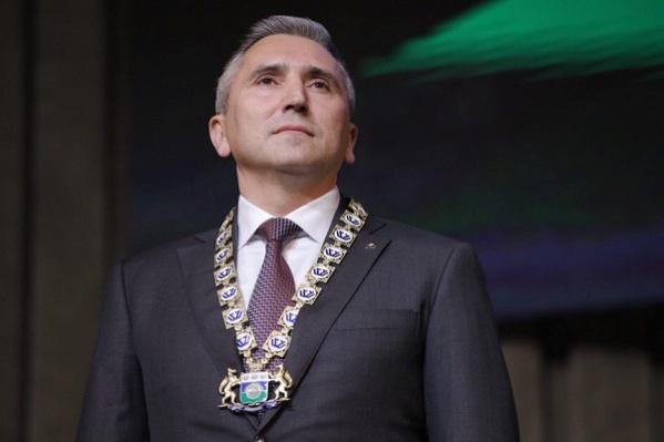 На новом посту Александр Моор стал зарабатывать больше, но крупных покупок губернатор при этом сделать еще не успел