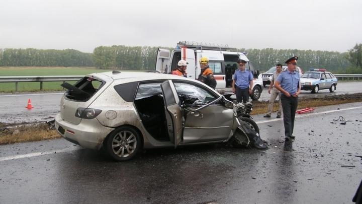 ДТП на трассе М-5 в Башкирии: легковушка столкнулась с КАМАЗом
