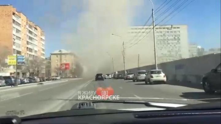 «Настоящий торнадо»: на Бограда стали подниматься пыльные бури с территории Комбайнового завода