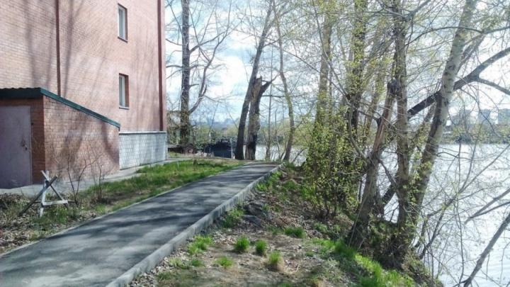 В Новосибирске отремонтируют дом, сползающий в Обь — суд заставил мэрию сделать это ещё 2 года назад