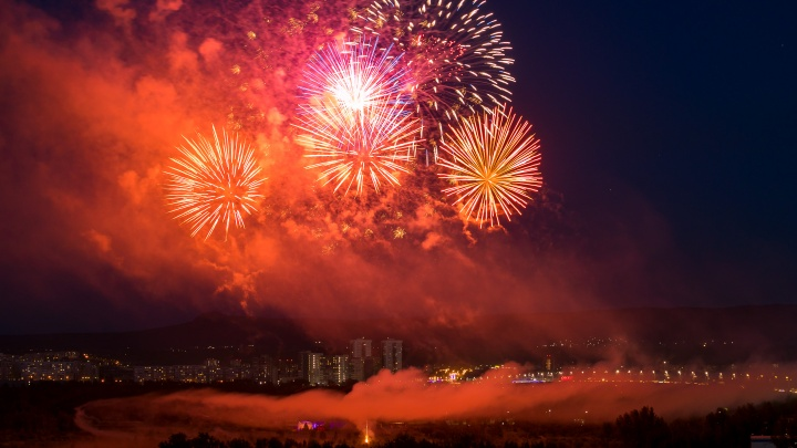 Салют, красавицы, опасные трюки: фото со Дня города для тех, кто все пропустил