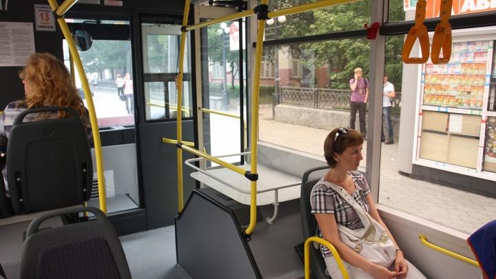 Маршрут троллейбуса закрыли до конца месяца из-за ремонта теплотрассы