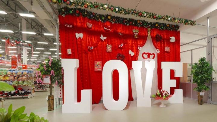 """Гипермаркет """"Сима-ленд"""" объединяет сердца в самый романтический день в году"""