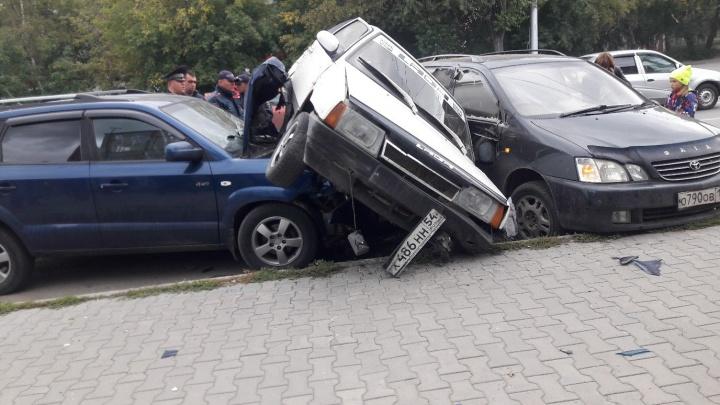 На Дуси Ковальчук произошло ДТП с тремя автомобилями