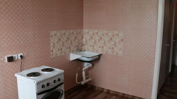 Чиновник показал, какие квартиры выдают детям-сиротам в Железногорске