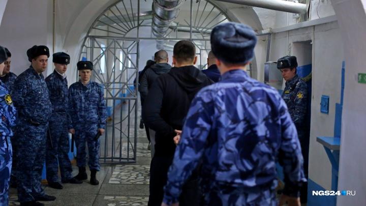 Освободившегося жителя Канска отправили обратно в колонию за ночные гулянья и переезд