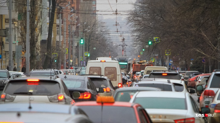 Четыре километра: на участке от Вавилова до Комсомольской площади возникла огромная пробка