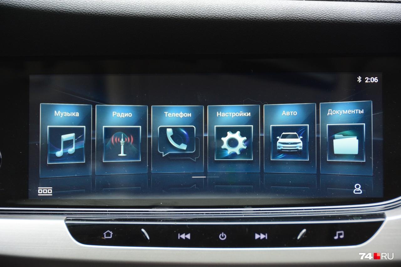 Сенсорный дисплей есть уже в базовой комплектации: он большой и в целом логичный. Но системы навигации нет даже за доплату