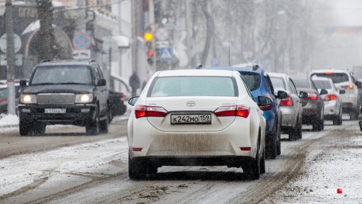 МЧС предупреждает о мокром снеге и ураганном ветре в Прикамье