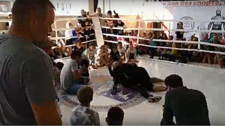 Десятки новосибирцев собрались на встречу с легендарным бойцом из США