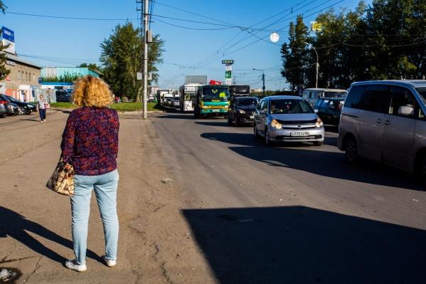 Огромная пробка по дороге к «МЕГЕ» появилась на этой неделе