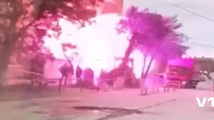 Вылетает стена, сгибаются деревья: взрыв дома в Волгограде попал на видео