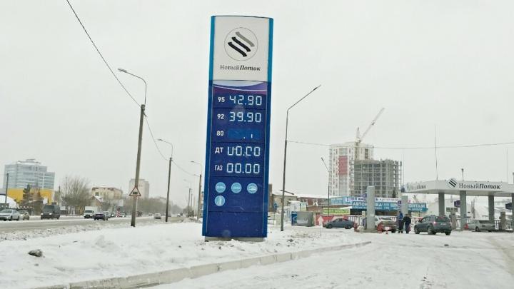 На тюменских заправках АНПЗ перестали продавать дизтопливо обычным водителям. Объясняем, в чём дело