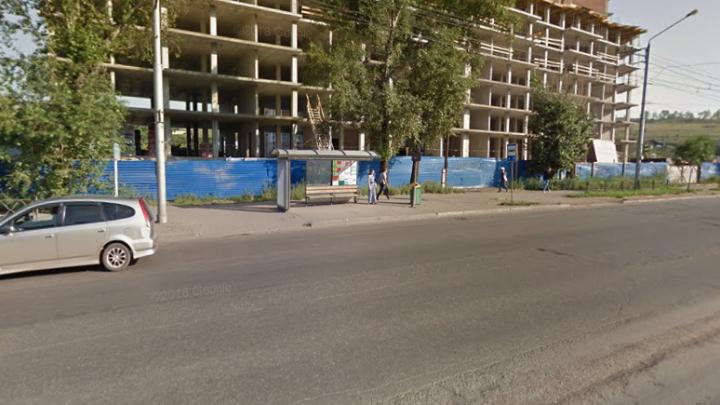 На Калинина одну остановку ликвидировали из-за близости к другой. Они стояли так с советских времен