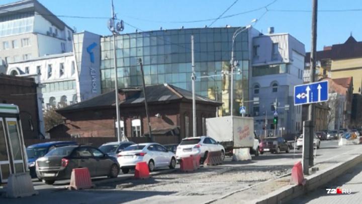 Коммунальщики объяснили, почему участок на Челюскинцев ремонтируют уже полгода