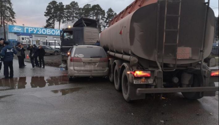 Брат иностранца, попавшего в ДТП с бензовозом на Урале, заявил, что в больнице с него требуют деньги