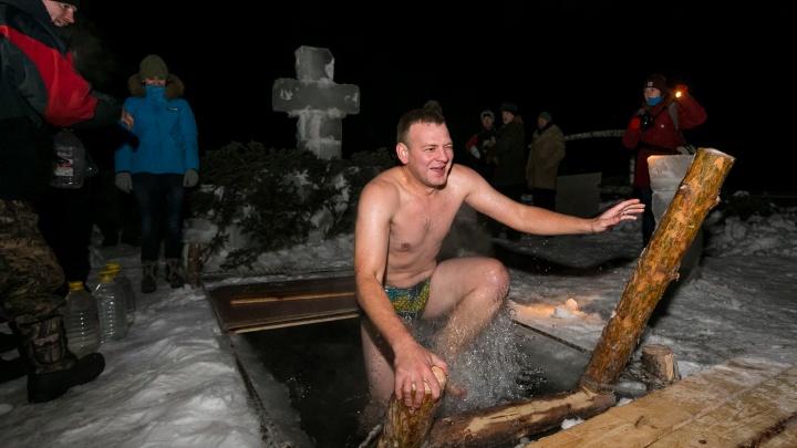 Лица Крещения: смотрим эмоции тех, кто решился нырнуть в купель