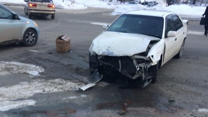 Авария случилась на перекрёстке с улицей Холодильной