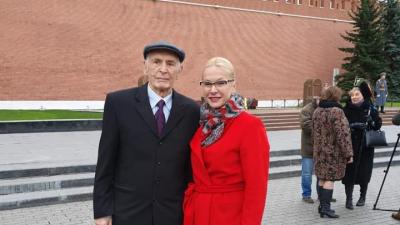 Василий Лановой зажёг для Новосибирска Вечный огонь в Москве у Могилы Неизвестного Солдата