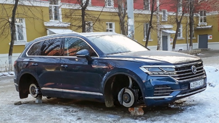 Полиция задержала челябинцев, «разувших» новый Touareg за четыре миллиона в Ленинском районе