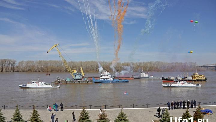 В Уфе начались перевозки по реке Белой. Фоторепортаж Ufa1