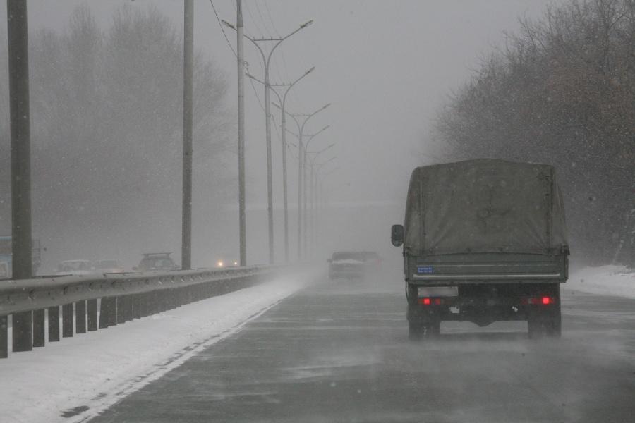Жуткое столкновение фургонов парализовало движение натрассе М-52
