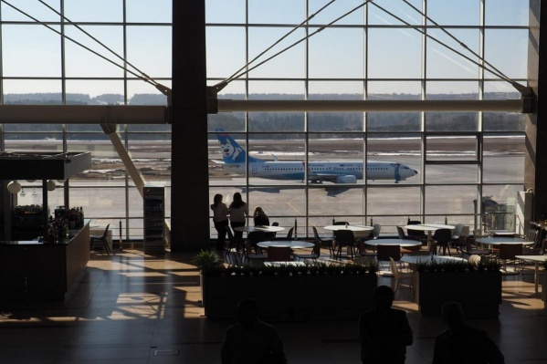Самолет осмотрели техслужбы