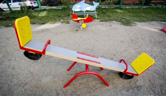 Люди жаловались: власти Кудряшей объяснили снос детских площадок