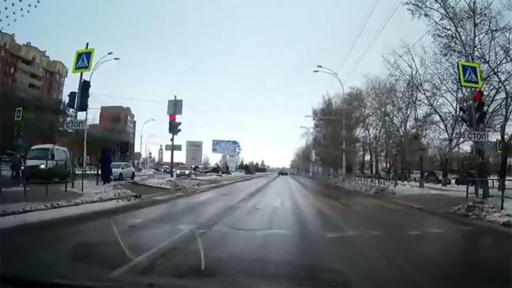 «Шли на зеленый»: в Ростовской области водитель «Газели» сбил двух школьниц