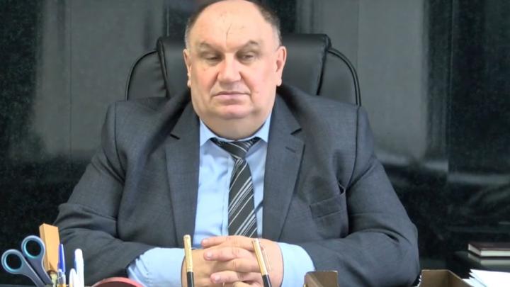 «Что ж мне, умирать в этом кресле?»: в Калаче-на-Дону ушел в отставку бессменный мэр