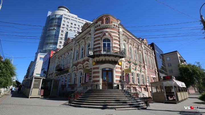 Администрация Волгограда демонтируетHarat's pub