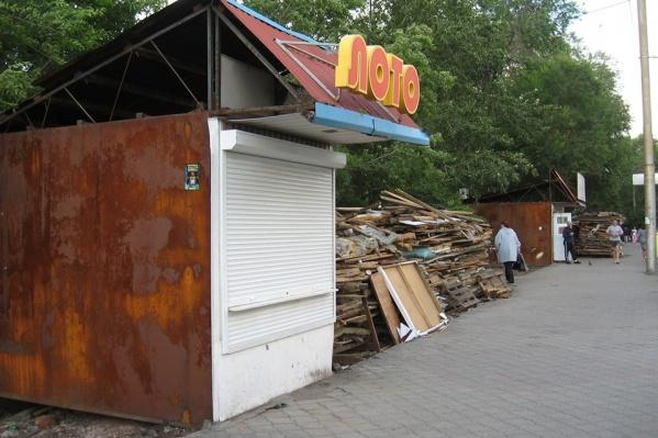 После сноса остался неприметный павильон «Лото»