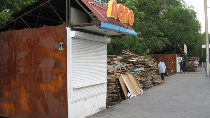 На Мичурина снесли очередной ряд павильонов 24-летней давности. Красноярец вспомнил их историю