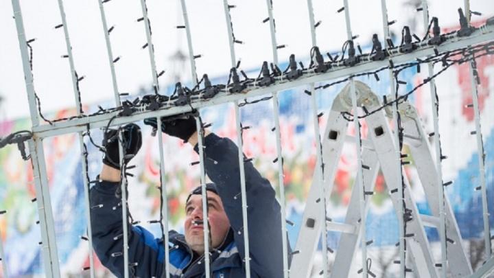 В Волгограде городскую ёлку начали ставить за девять дней до Нового года