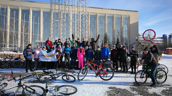 Новосибирцы проводили зиму массовым заездом на велосипедах