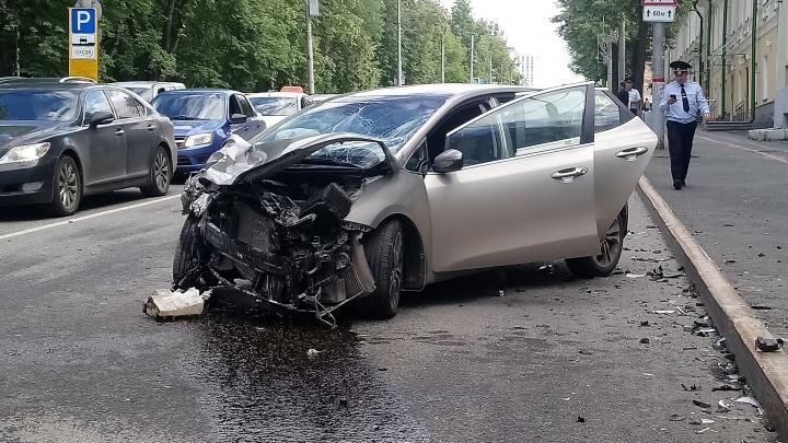 В центре Перми столкнулись два автомобиля: пострадали пять человек, в том числе один ребенок