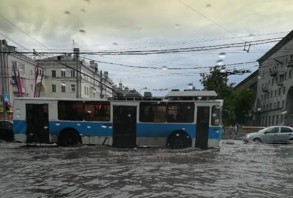 Экстренное предупреждение: грозы и дожди продолжат заливать Нижний Новгород