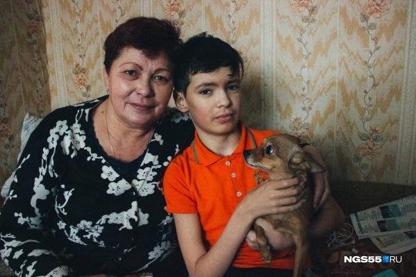 Анисья с сыном Сашей живут в старом доме уже 13 лет