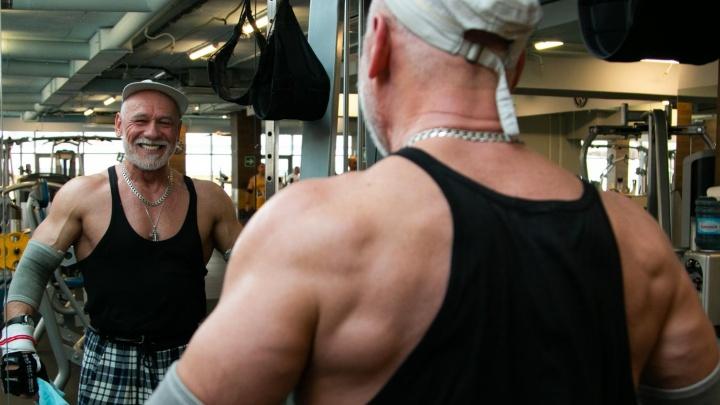 «Наше тело — осел ленивый»: правила жизни бывшего заключенного, который в 59 лет стал бодибилдером