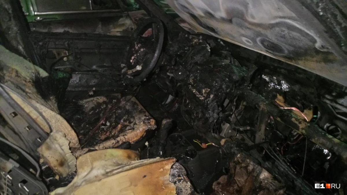На Автомагистральной полностью сгорелаLada Kalina