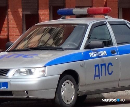 ВОмске пешеход умер прямо наостановке