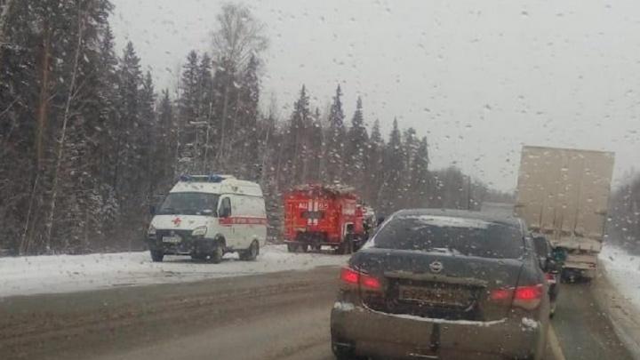 Участок трассы Пермь — Екатеринбург встал в пробку в обе стороны из-за смертельной аварии