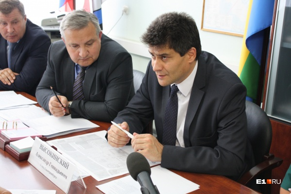 О развитии Академического мэр говорил на встрече с жителями Верх-Исетского района