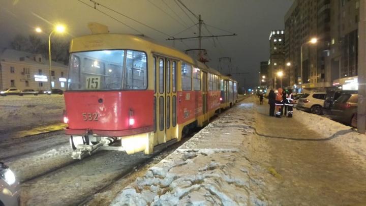На Московской трамвай сбил подростка, который внезапно шагнул на рельсы