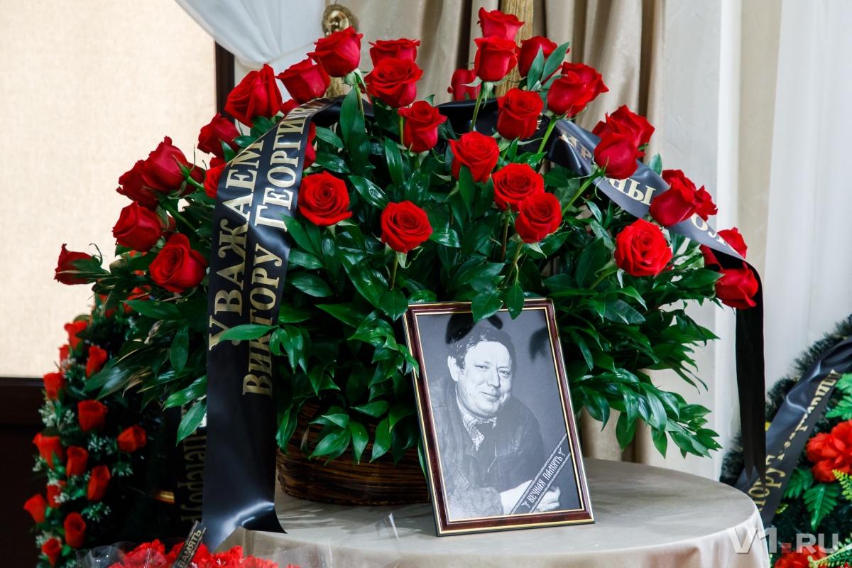 Виктора Фетисова похоронили рядом с женой на главной аллее Центрального кладбища