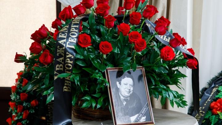 «Он мог бесплатно отдать все скульптуры»: Волгоград проводил в последний путь Виктора Фетисова