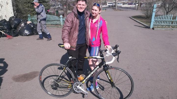Девушки-спортсменки заметили на о. Татышев украденный у друга велосипед и забрали его у угонщика