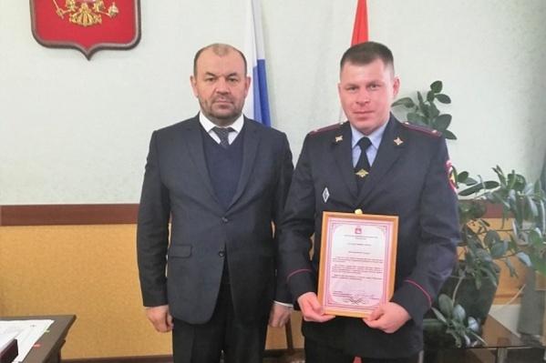 Михаил Выломов помог жильцам в горящем общежитии