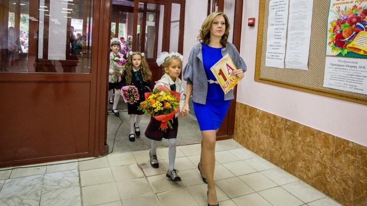«Она забирала нас домой, если родители опаздывали»: известные новосибирцы вспоминают первых учителей